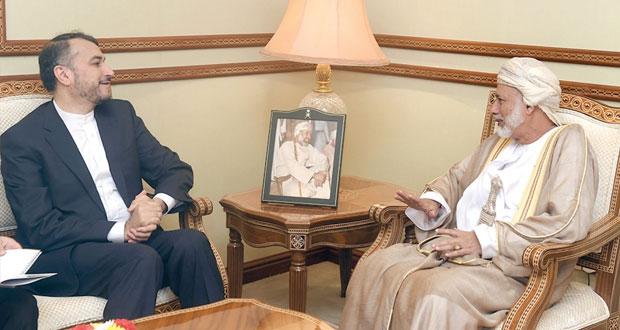 يوسف بن علوي يتسلم رسالة من وزير الخارجية الإيراني تتضمن دعوته لاجتماعات حركة عدم الانحياز