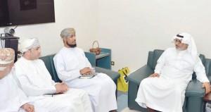 """وفد من """"التعليم العالي"""" يزور الطلبة العمانيين الدارسين في الجامعات الخليجية"""