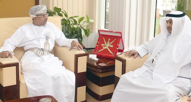 وزير الإعلام يستقبل وكيل وزارة الإعلام الكويتي