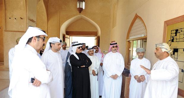 أعضاء المجلس التنفيذي بمكتب التربية العربي لدول الخليج يزورون محافظة الداخلية