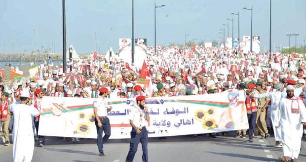أهالي ولاية السيب ينظمون مسيرة وطنية بعنوان «الولاء لقائد العطاء»
