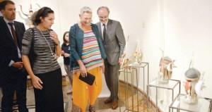 """""""لعب جولي"""" تراكيب فنية تعكس روح البيئة العمانية بمعرض فني في المركز الفرنسي العماني"""