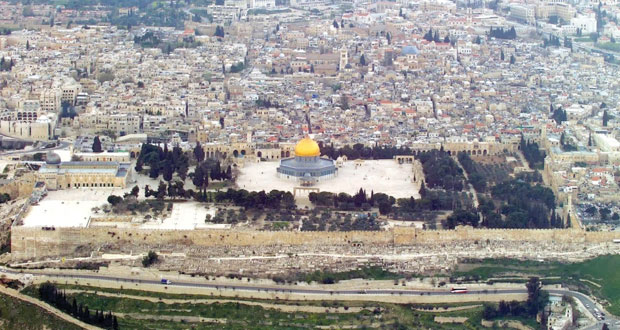 """""""الطريق 60″ كتاب يرسم بالكلمات رحلة الكاتب خلفان الزيدي للأراضي الفلسطينية"""