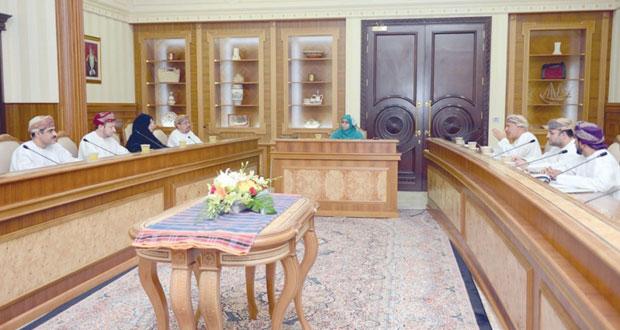 عائشة السيابية تترأس اجتماع اللجنة الرئيسية لمشروع كلية الأجيال