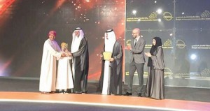 الشارقة للاتصال الحكومي تمنح خالد الزدجالي جائزة الشخصية الإعلامية