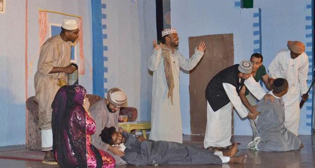 فرقة الرستاق المسرحية تستعد للمشاركة في مهرجان الدن المسرحي