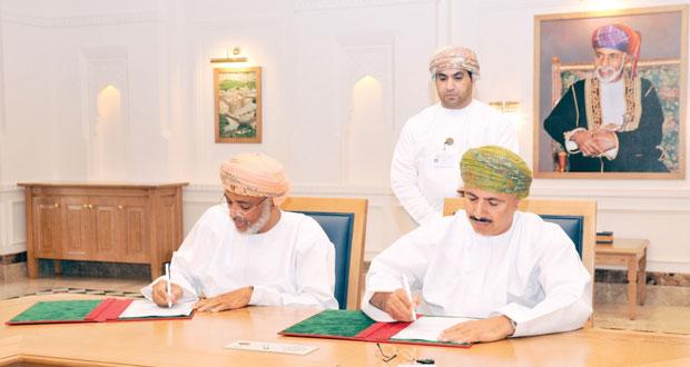 (القوى العاملة) و(العمانية لإنتاج الذخائر) توقعان اتفاقية لتوظيف وتدريب (15) مواطنا