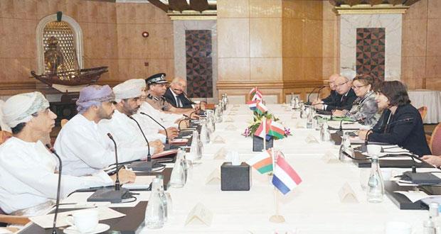 السلطنة وهولندا تعقدان جلسة مباحثات حول تطوير الموانئ والخدمات اللوجستية لتسهيل عملية التجارة