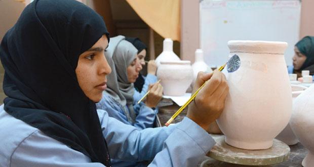 الصناعات الحرفية تؤهل 200 حرفي لإحياء وتطوير الصناعات النسيجية والسعفية والخشبية