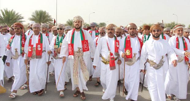 أسعد بن طارق في مقدمة مسيرة حاشدة لأبناء وأهالي ولايتي منح وأدم