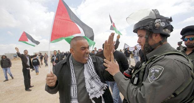 قوات الاحتلال تستهدف (خان يونس) بالرصاص وتصيب 3 فلسطينيين