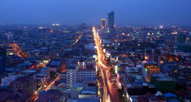كمبوديا تُحيي الذكرى الأربعين لسيطرة (الخمير الحمر) على بنوم بنه