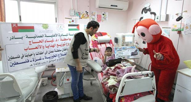 جمعية الفلاح توزع الهدايا على الأطفال المرضى بغزة