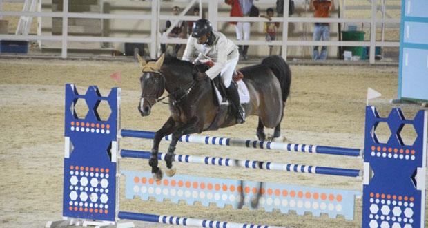 منافسة قوية شهدتها البطولة العمانية لقفز الحواجز بميدان بالرحبة