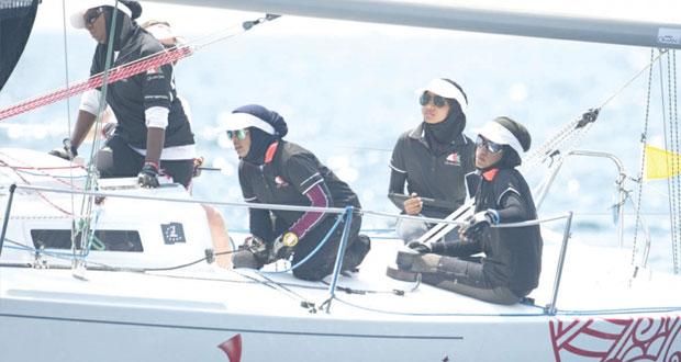 المدربات العمانيات يطمحن فى الوصول إلى أعلى المستويات العالمية في فنون الإبحار