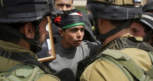 """الاحتلال يقمع بالرصاص والغاز مسيرات """" يوم الأسير"""""""