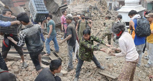 جلالة السلطان يعزي .. زلزال قوي يضرب النيبال والقتلى يفوقون الألف
