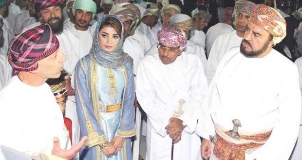 """بنك صحار يرعى مبادرة """"عمان تحت المجهر 2″"""