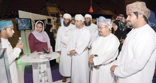 وزير الشؤون القانونية يرعى المهرجان العلمي بجامعة السلطان قابوس