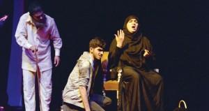 """بمناسبة اليوم العالمي للمسرح .. الجمهور يتفاعل مع """"خلطة الناصر"""" .. و""""المنجور"""" تحتفي بالموروث الشعبي العماني"""