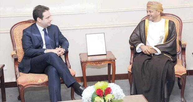 بدر بن حمد يستقبل كاتب الدولة بشؤون التجارة الخارجية بفرنسا