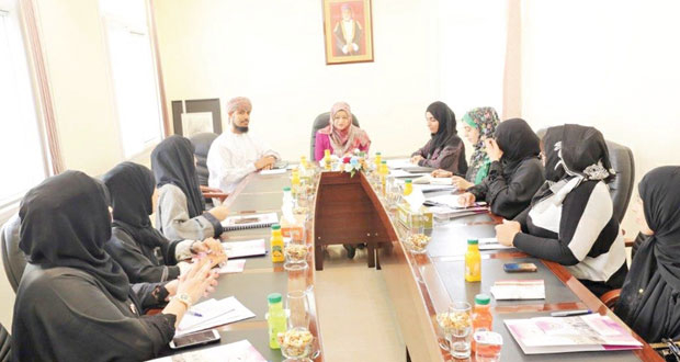 وزيرة التعليم العالي تزور كلية الزهراء للبنات