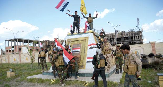 العراق : العبادي يزور تكريت ويطالب بإعادة الأسر النازحة والقوات تطارد داعش
