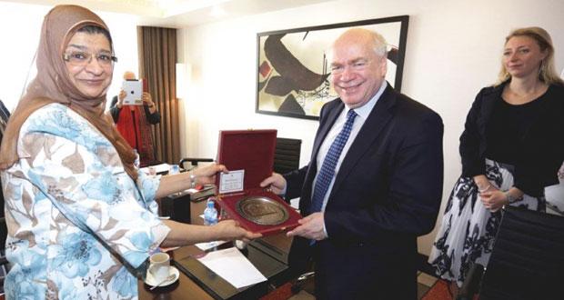 وزيرة التعليم العالي تلتقي بوفد من الكلية الملكية بلندن