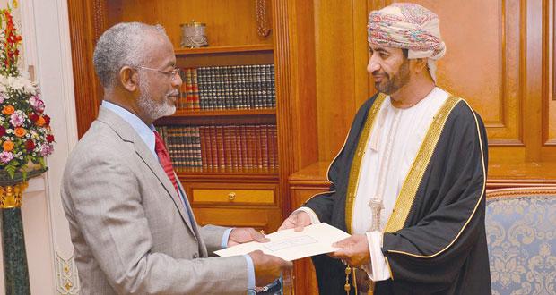 جلالة السلطان يتلقى رسالة خطية من الرئيس السوداني