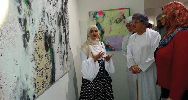 """افتتاح معرض """"اختيارات"""" التشكيلي للفنانة العمانية أنعام اللواتيا والفنانة القبرصية ماري ديماس"""