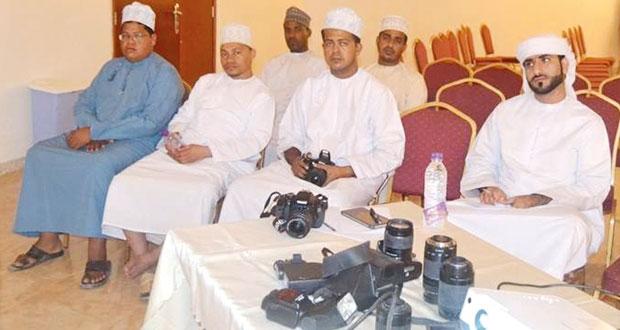 فريق طيبة التطوعي بصور ينظم دورة تدريبية في مهارات التصوير الضوئي