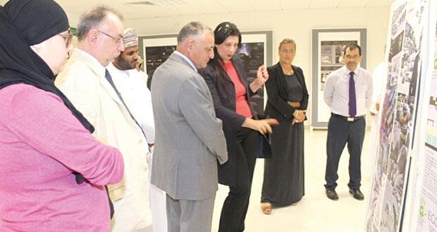 افتتاح معرض التصميم الجرافيكي بجامعة ظفار