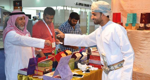 معرض المنتجات العمانية (أوبكس 2015) في جدة يشهد إقبالاً من المستثمرين السعوديين