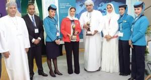 في حفل توزيع جوائز السفر العالمي 2015 : الطيران العماني يفوز بجائزتين عن فئتي درجة رجال الأعمال والدرجة السياحية