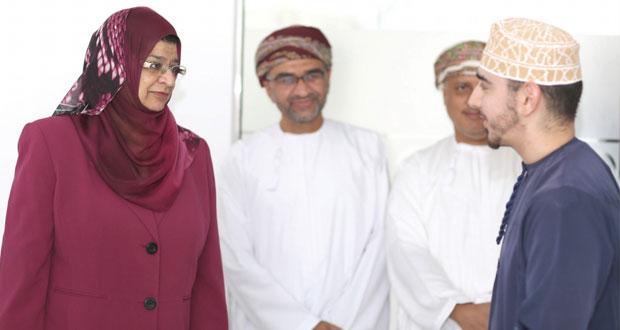 وفد مجلس أمناء كليات العلوم التطبيقية يزور المركز الوطني للأعمال بواحة المعرفة مسقط