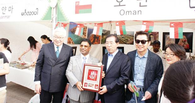 سفارة السلطنة بكوريا الجنوبية تشارك في مهرجان سيؤل الدولي2015