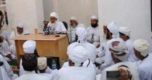 مفتي عام السلطنة يلقي محاضرة دينية بجامع العيون بالمضيبي
