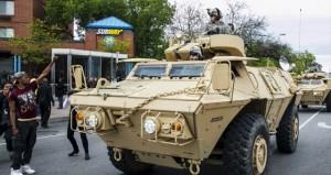 أميركا: (بالتيمور) تتحدى حظر التجول واعتقال عشرات المحتجين
