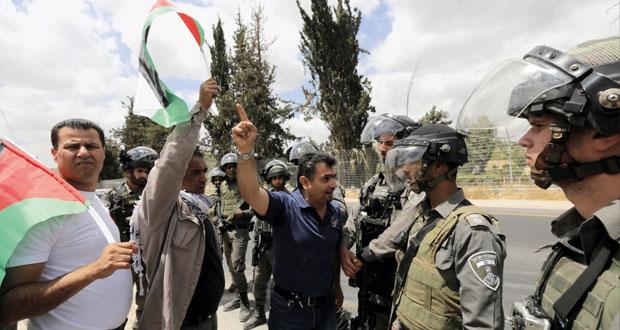 جيش الاحتلال يداهم (الضفة) ويعتقل العشرات.. ونفي مقدسيين وإصابة آخرين بمواجهات متفرقة