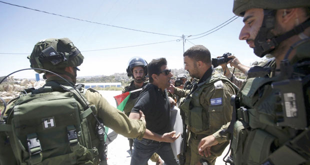 مخلفا عشرات الاصابات .. الاحتلال يكثف القمع في الضفة ويشدد الاجراءات التعسفية
