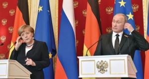 روسيا: بوتين وميركل يضعان إكليلا من الزهور على قبر الجندي المجهول