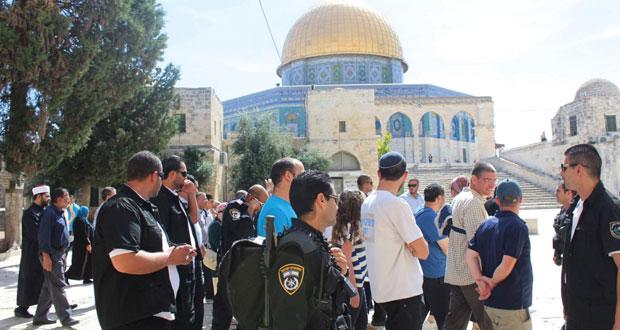 عشرات المستوطنين ومخابرات الاحتلال يستبيحون (الأقصى) وسط سلسلة اعتقالات في القدس