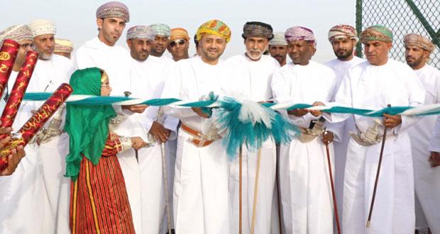 خالد بن حمد يرعى افتتاح الملعب المعشب الجديد لفريق الجزيرة بولاية الكامل والوافي