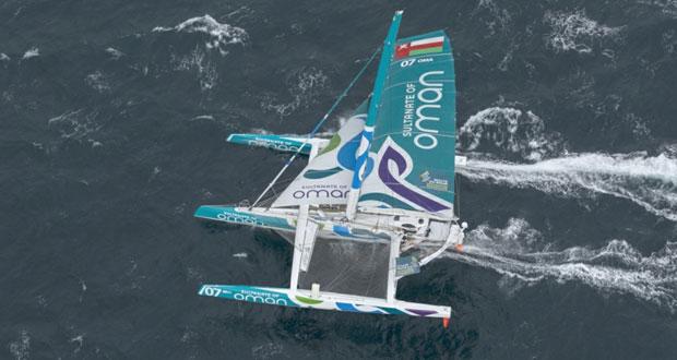 """فريق عمان للإبحار المحيطي يرفع شراع """"مسندم"""" لتحطيم الرقم القياسي للإبحار حول إيرلندا"""