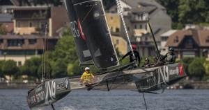 """في اليوم الثاني من سباقات كأس النمسا لقوارب جي سي 32.. القارب """"سلطنة عمان"""" يستحوذ على الأضواء ويتصدر الترتيب العام"""