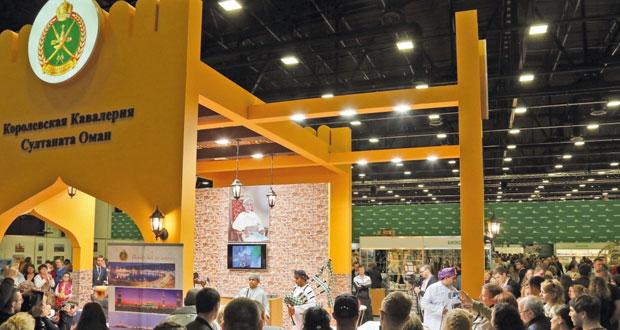 ركن الخيالة السلطانية يجذب الآلاف في معرض الفروسية بروسيا