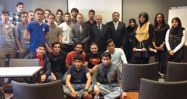 الصارمي يلتقي بالطلبة العمانيين الدارسين في بولندا