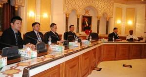 بحث التعاون بين بلدية مسقط وهيئة تنمية تكنولوجيا المعلومات السنغافورية