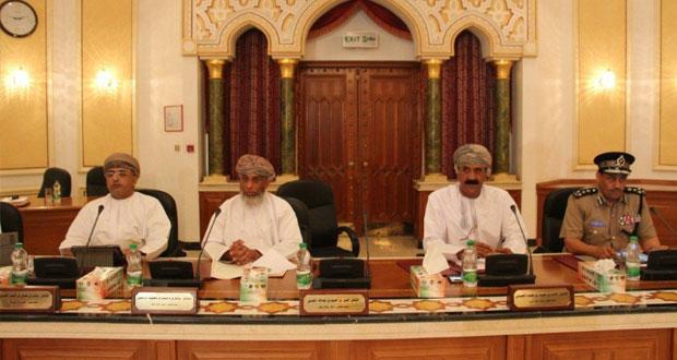 المجلس البلدي لمحافظة مسقط يدرس إعفاء أصحاب المؤسسات الصغيرة والمتوسطة من بعض الرسوم البلدية
