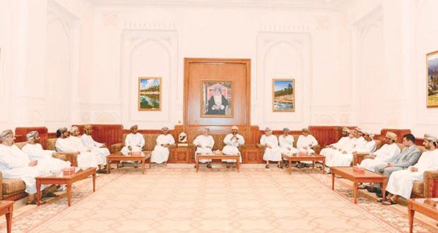 وفدا الدورة الدبلوماسية وكلية الاقتصاد بجامعة السلطان قابوس يزوران مجلس الدولة